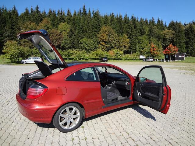 Mercedes-Benz C 200 Kompressor Sportcoupe + Sportpaket - 120 kw / 163 PS mit Panoramaglasdach