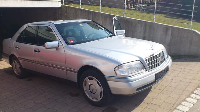Mercedes Benz 220 Diesel