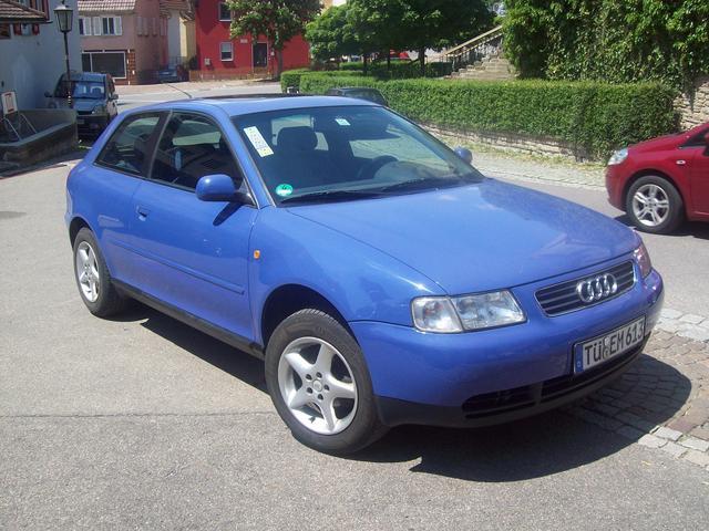 Audi A3, 1.6, blau, elektr. Schiebehebedach