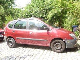Roter Renault Senic mit vielen neuen Teilen incl. neuer Winterreifen
