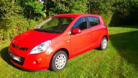 roter Hyundai i20 1.2 Classic Edition + Zusatzpaket und 5 Jahres Garantie