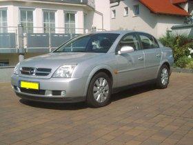 Von Privat: ein sehr gepflegter Opel Vectra 2.2 mit folgenden Daten