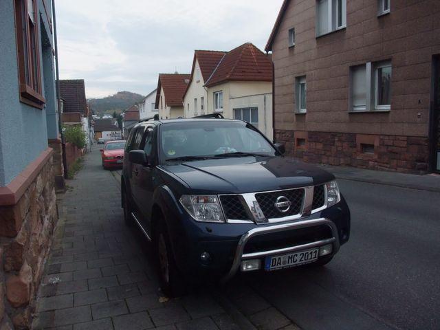 Nissan Pathfinder Blau in gutem Zustand