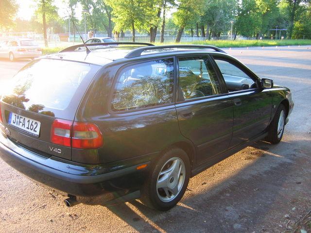 Volvo V40 1.8 Benzin 2.Hand Klima Kindersitze Sommer- und Winterreifen