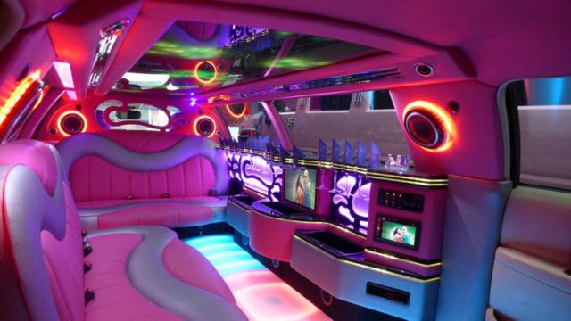 LINCOLN Town Car Limousine PINK Rolldownwindows
