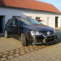 VW Golf R 32