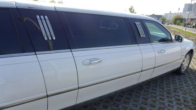 LINCOLN Town Car Limousine 2006 5-door