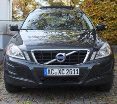 Volvo XC60 DRIVe Momentum (Panoramadach  AHK  NAVI)