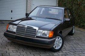 Mercedes-Benz 230 E; Gebrauchtwagen zum Abholen