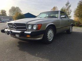 Mercedes-Benz SL 560 W107