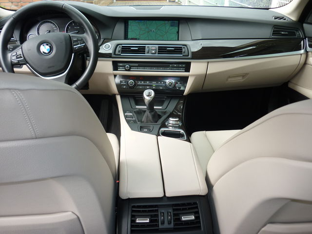 BMW 523i Navi HUD Panoramadach Leder CD NR Garage Top Zustand