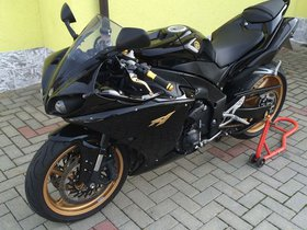 Yamaha R1 Black Gold Edition