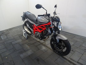 Suzuki Glaudius 650