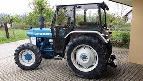 Ford 3610A - Allradtraktor mit Heckschaufel